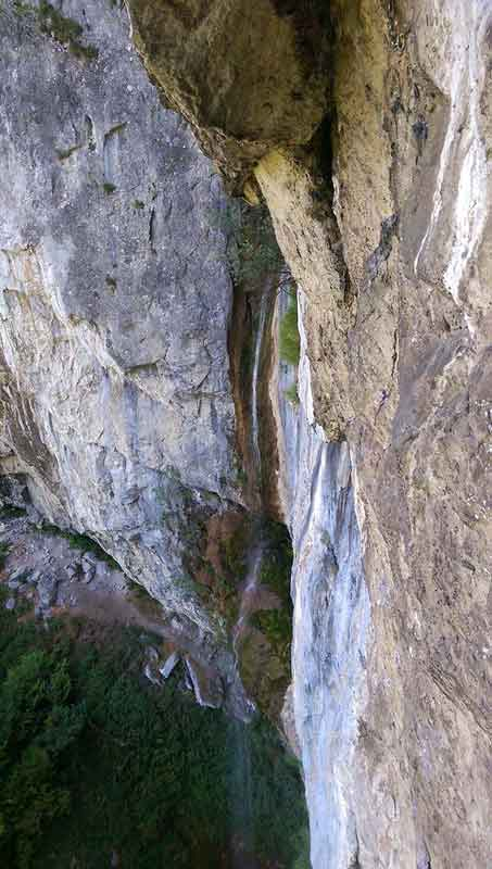 vue d'en haut de la cascade Vanturatoarea Baile Herculane