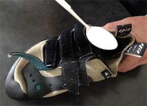 bicarbonate pour enlever les odeurs dans les chaussons d'escalade