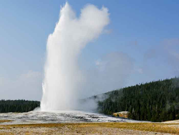Le fameux geyser Old Faithful