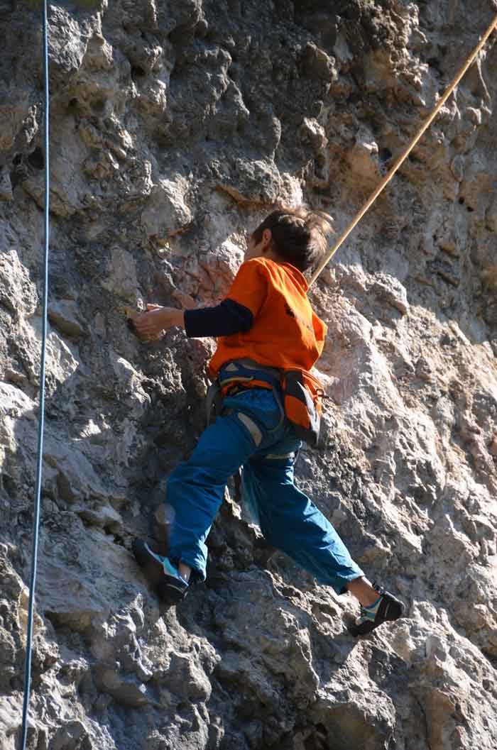 jeune grimpeur