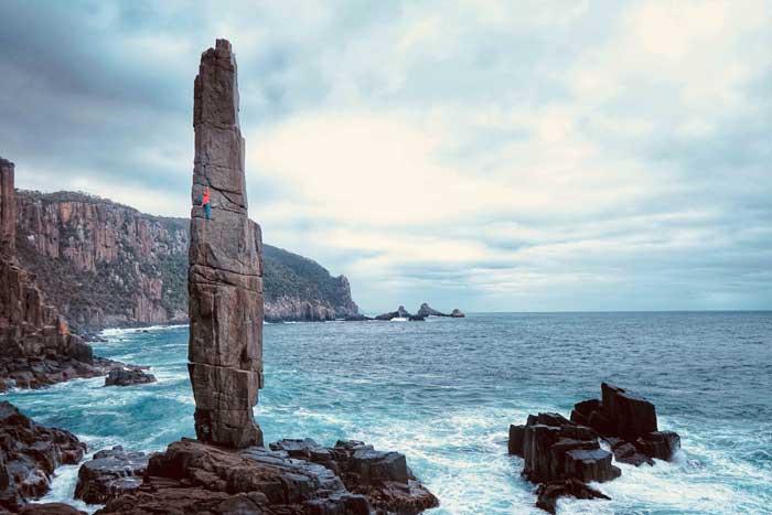 Chloe dans l'une des voie du Moai.