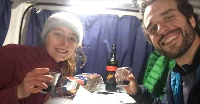 Degustation francaise et vin australien dans le van