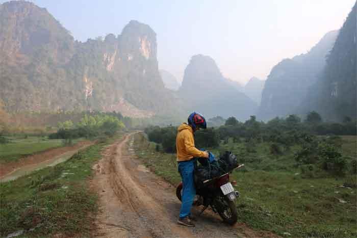 aux pieds des falaises vietnam