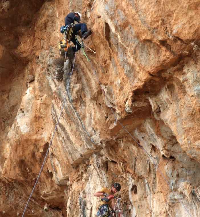 equipement de voie d'escalade à kalymnos